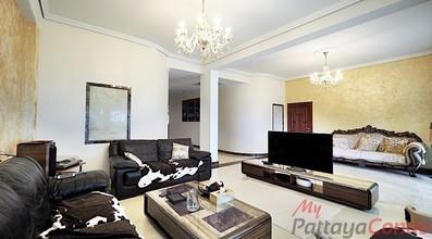 Located in the same area - Baan Somprasong condominium
