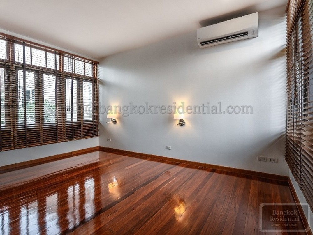 For Sale 4 Beds 一戸建て in Suan Luang, Bangkok, Thailand | Ref. TH-KPLZXGAQ