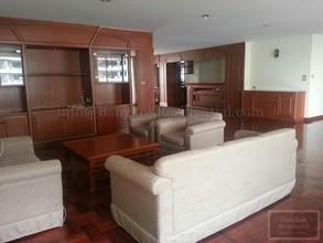 В том же здании - Sriratana Mansion 1