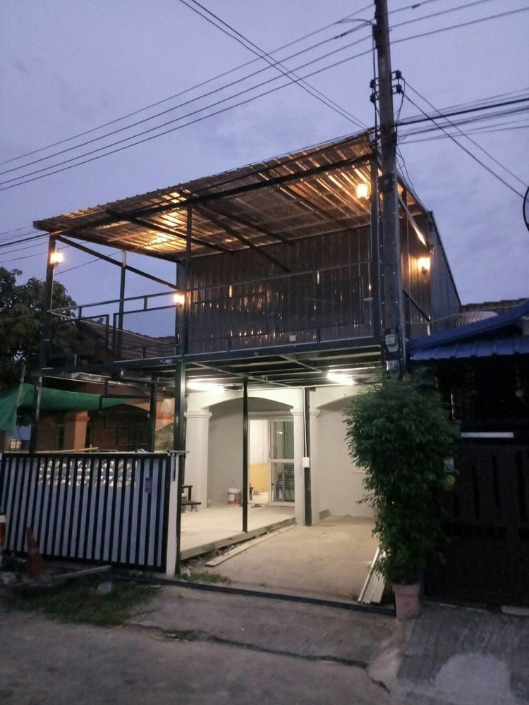 For Sale 2 Beds Townhouse in Sam Khok, Pathum Thani, Thailand   Ref. TH-ESYFIZKL