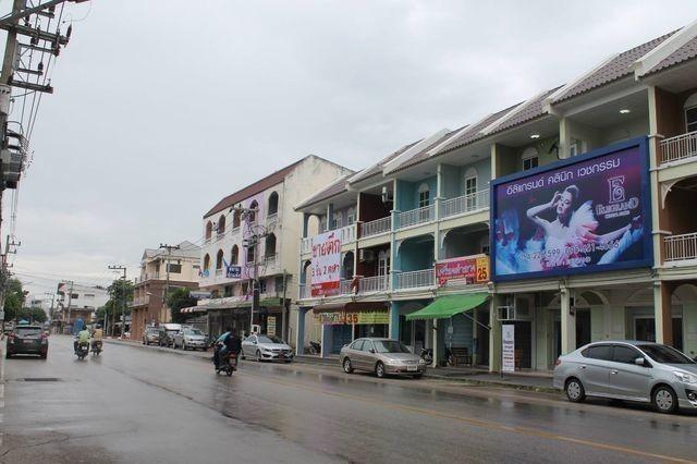 Продажа: Шопхаус с 6 спальнями в районе Mueang Lampang, Lampang, Таиланд | Ref. TH-QTQGFVCL