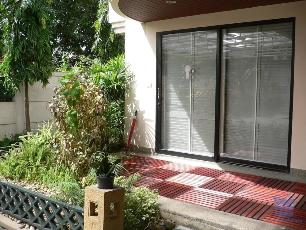 Sampoom Garden - В аренду: Кондо с 2 спальнями возле станции BTS Surasak, Bangkok, Таиланд | Ref. TH-YBZRNYGL