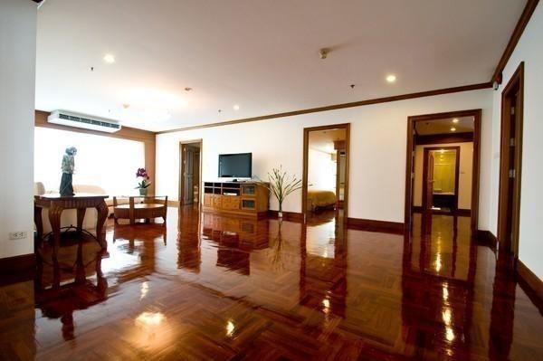 G.M. Tower - В аренду: Кондо с 3 спальнями в районе Khlong Toei, Bangkok, Таиланд | Ref. TH-JCFLVITC