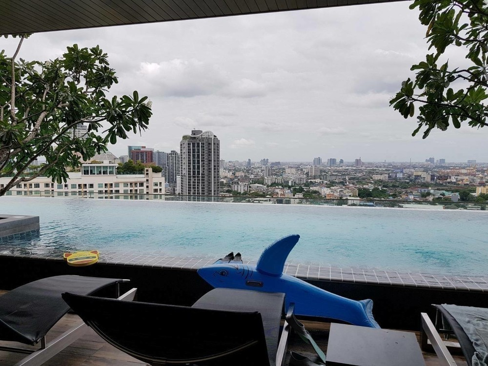 The Lofts Ekkamai - Продажа или аренда: Кондо c 1 спальней возле станции BTS Ekkamai, Bangkok, Таиланд | Ref. TH-FMLMRWOG