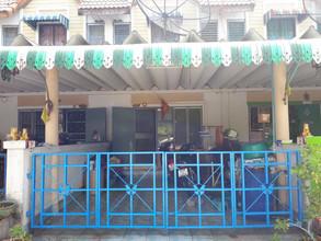 ตั้งอยู่บริเวณพื้นที่เดียวกัน - เมืองชลบุรี ชลบุรี
