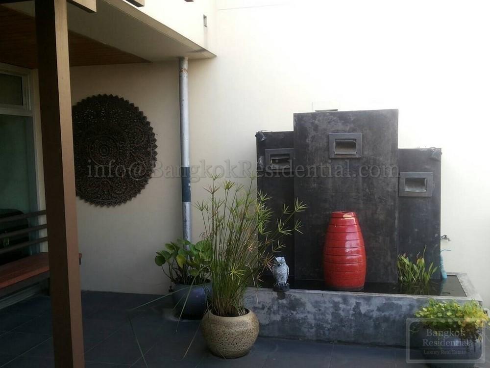 For Rent 3 Beds タウンハウス in Sathon, Bangkok, Thailand | Ref. TH-VSZVNYBR