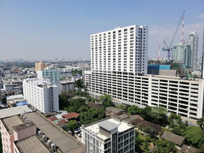 Located in the same area - Baan Pathumwan