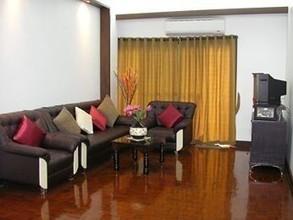 Located in the same building - Prasanmit Condominium