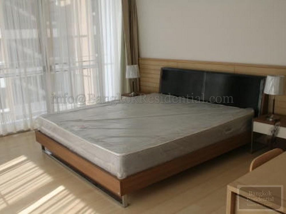 บ้านสุขุมวิท 14 - ให้เช่า คอนโด 2 ห้องนอน ติด BTS อโศก | Ref. TH-NYIGUAIJ