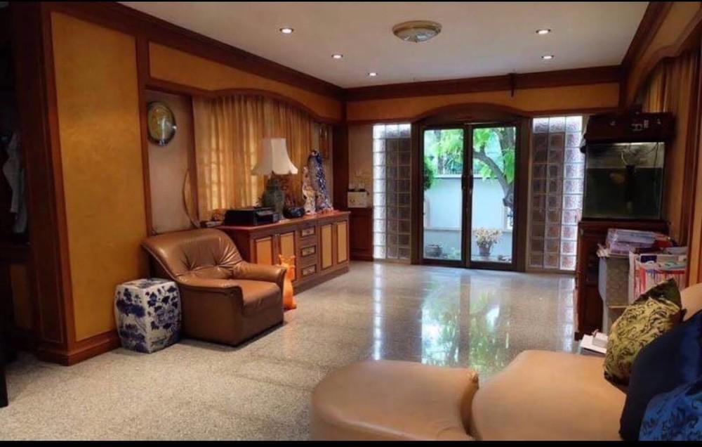 ขาย บ้านเดี่ยว 5 ห้องนอน วัฒนา กรุงเทพฯ | Ref. TH-OYDWKOLZ