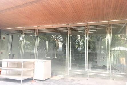 В аренду: Шопхаус 350 кв.м. в районе Khlong Toei, Bangkok, Таиланд