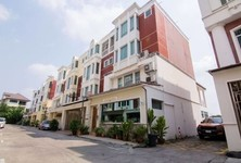 For Sale 4 Beds Office in Phra Khanong, Bangkok, Thailand