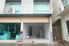 В аренду: Шопхаус с 6 спальнями в районе Bang Na, Bangkok, Таиланд