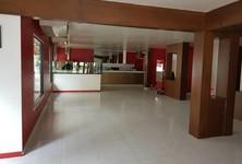 В аренду: Шопхаус 250 кв.м. в районе Watthana, Bangkok, Таиланд