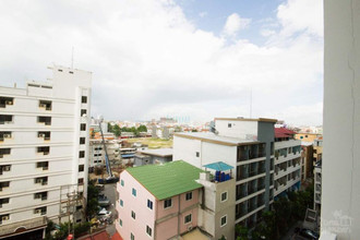 В том же здании - The Base Central Pattaya