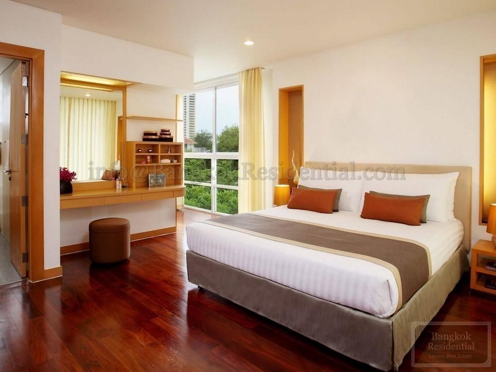 เอกมัย การ์เดนส์ - ให้เช่า คอนโด 4 ห้องนอน วัฒนา กรุงเทพฯ   Ref. TH-OZLOHTWY