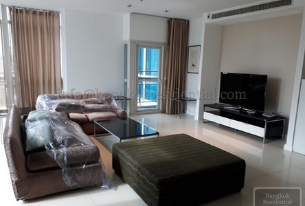 В аренду: Кондо с 3 спальнями возле станции BTS Phloen Chit, Bangkok, Таиланд