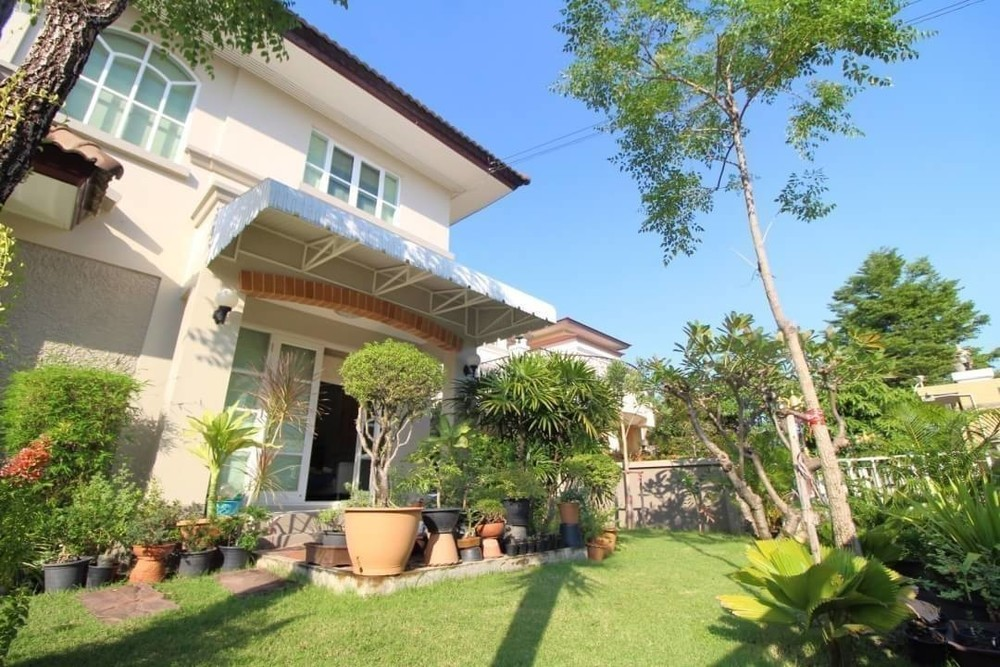 For Sale 3 Beds House in Bang Phli, Samut Prakan, Thailand | Ref. TH-UOZQNHIH