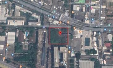 ตั้งอยู่บริเวณพื้นที่เดียวกัน - พระโขนง กรุงเทพฯ