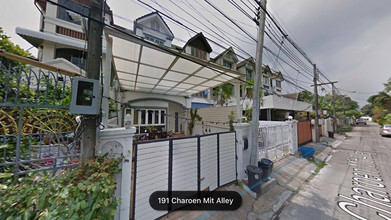 Located in the same area - Khlong Toei, Bangkok