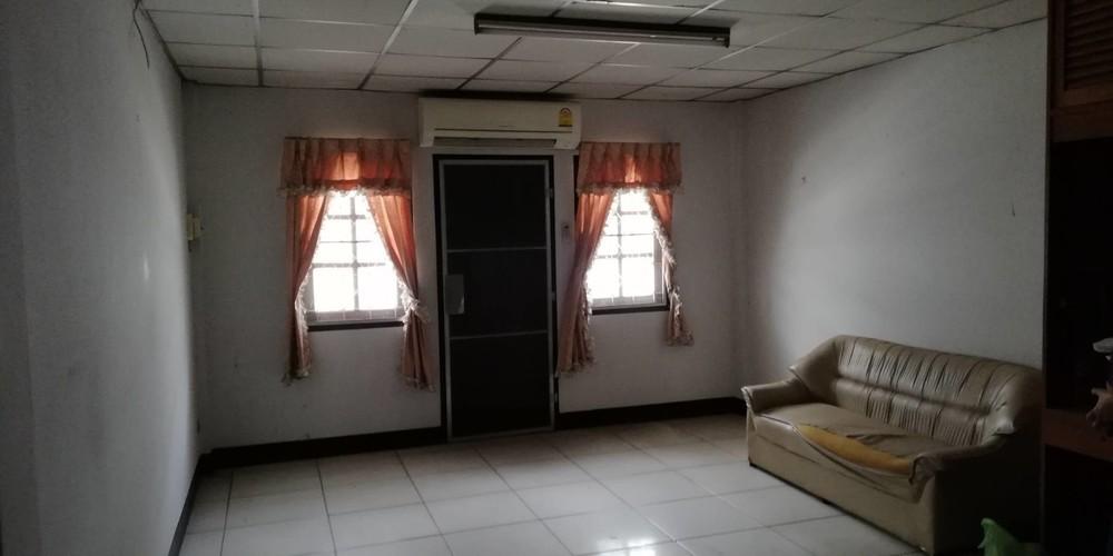 Продажа или аренда: Шопхаус с 4 спальнями в районе Mueang Lampang, Lampang, Таиланд   Ref. TH-DJIUREZS