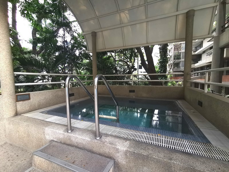 Krystal Court - В аренду: Кондо c 1 спальней возле станции BTS Nana, Bangkok, Таиланд | Ref. TH-TWWEERKA