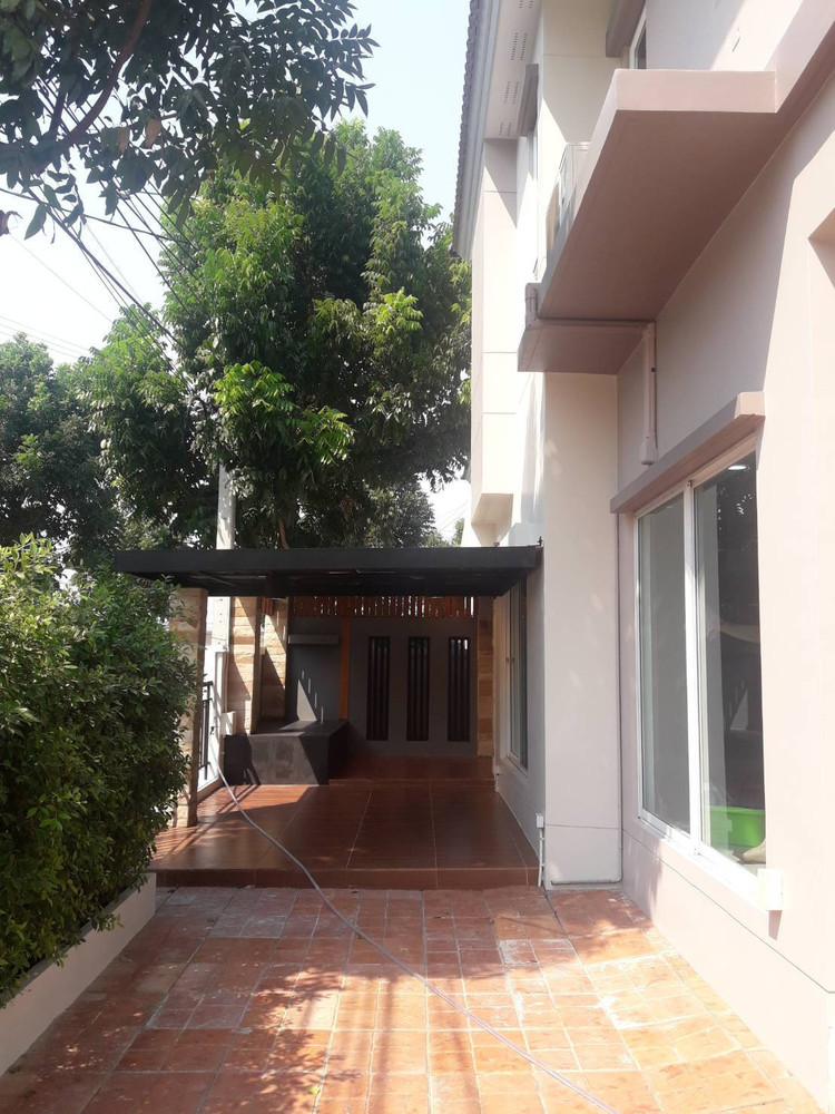 For Sale 4 Beds House in Saphan Sung, Bangkok, Thailand   Ref. TH-KNFPJTMX