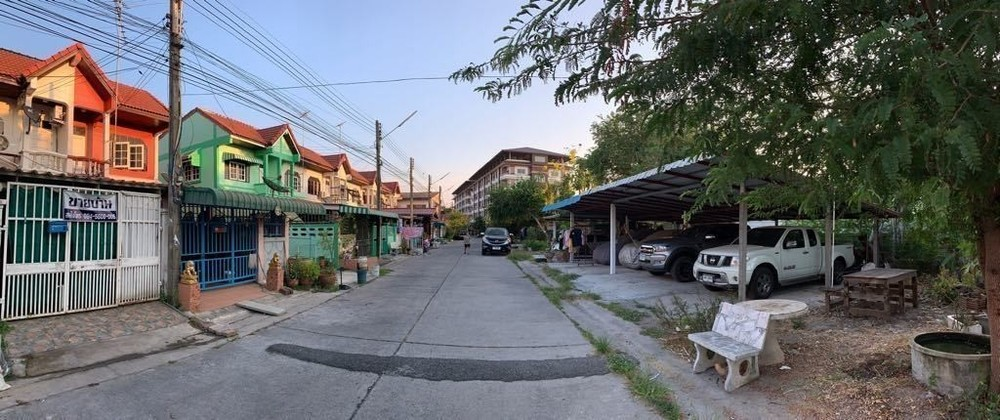 For Sale or Rent 3 Beds Townhouse in Bang Pakong, Chachoengsao, Thailand | Ref. TH-FKVHEGCY