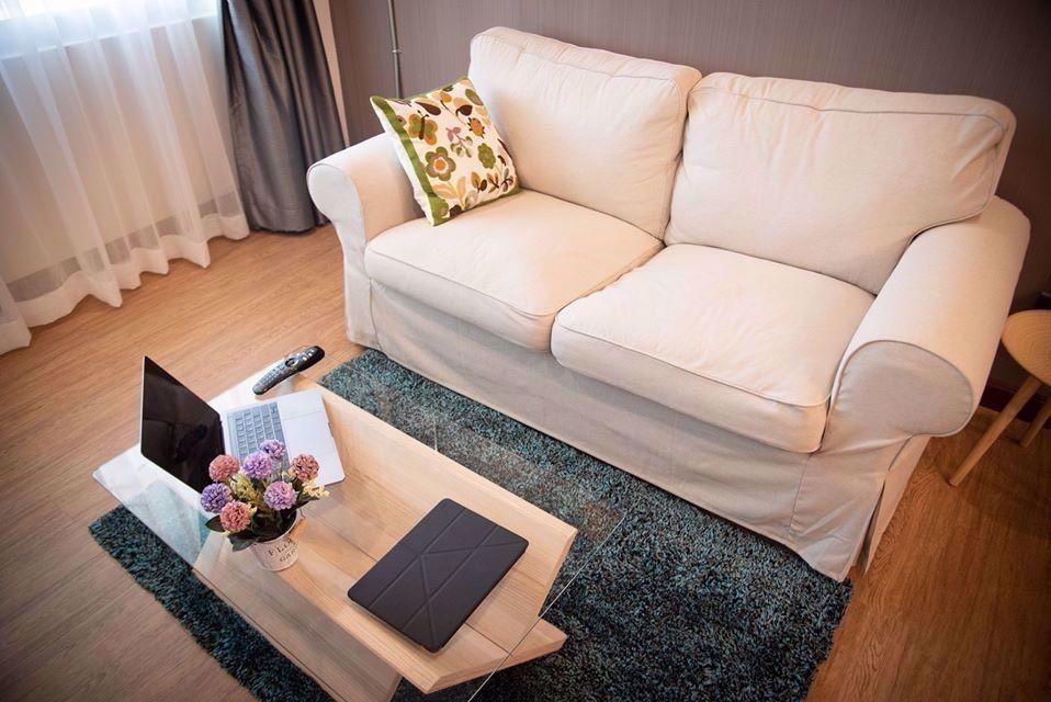 Ruenrudee Condominium - Продажа или аренда: Кондо c 1 спальней возле станции BTS Phloen Chit, Bangkok, Таиланд | Ref. TH-QEQTMKPD