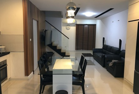 For Sale or Rent 4 Beds Townhouse in Bang Lamung, Chonburi, Thailand