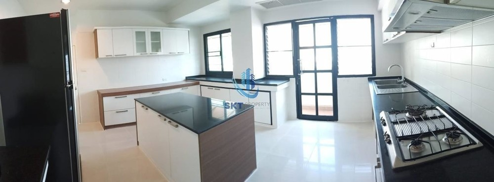 Cosmo Villa - В аренду: Кондо с 3 спальнями возле станции BTS Asok, Bangkok, Таиланд | Ref. TH-SLBKITVQ