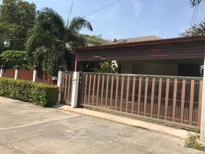 Located in the same area - Mueang Lop Buri, Lopburi