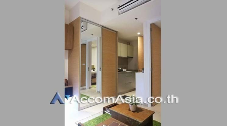 The Lofts Ekkamai - Продажа или аренда: Кондо c 1 спальней возле станции BTS Ekkamai, Bangkok, Таиланд | Ref. TH-JJSLUTQR