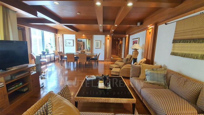 Langsuan Ville - For Sale 3 Beds Condo Near BTS Chit Lom, Bangkok, Thailand | Ref. TH-HYMSJWEK