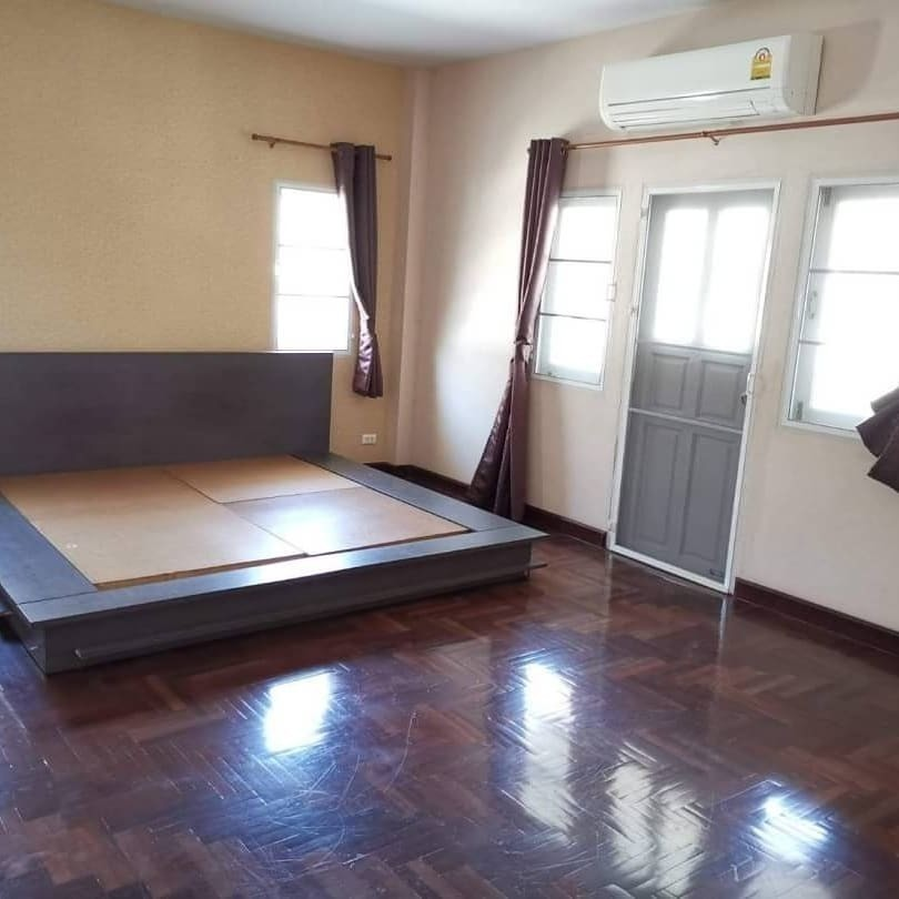 For Sale 3 Beds House in Saphan Sung, Bangkok, Thailand | Ref. TH-GVUNNVFB