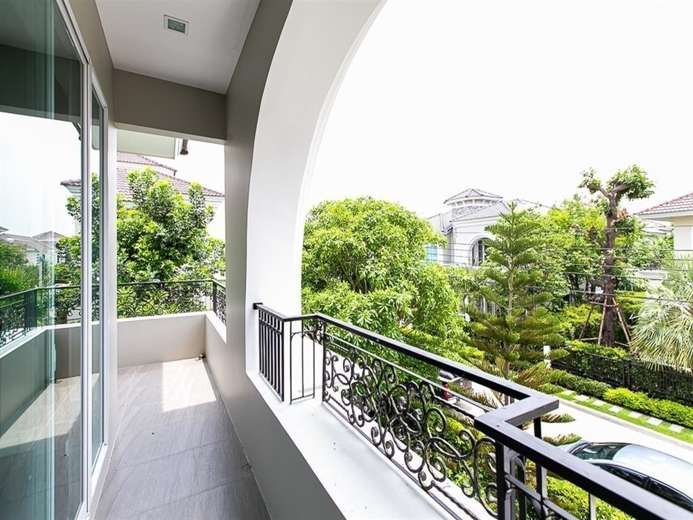 For Sale 4 Beds 一戸建て in Bangkok, Central, Thailand | Ref. TH-XKJPJJUU
