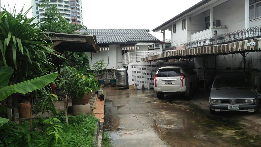 For Sale Land 0-2-35 rai in Chatuchak, Bangkok, Thailand | Ref. TH-OHVIZNZQ