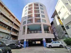 Located in the same area - Supreme Condo Ratchawithi 3