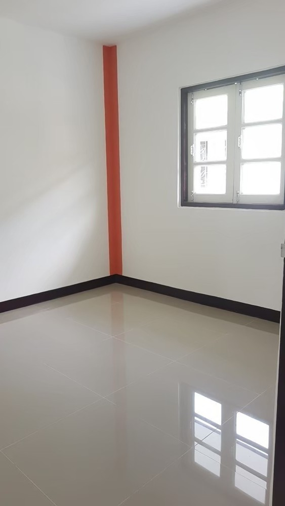 For Sale 3 Beds タウンハウス in Khlong Luang, Pathum Thani, Thailand | Ref. TH-VJCHSLAB