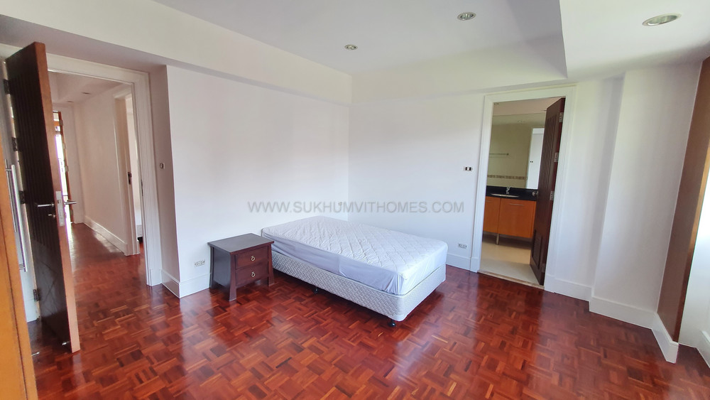 Phirom Garden Residence - For Rent 4 Beds Condo Near BTS Phrom Phong, Bangkok, Thailand | Ref. TH-CWEGQBVY