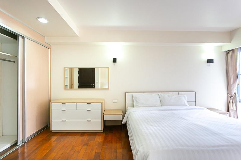 บ้านสุขุมวิท 14 - ให้เช่า คอนโด 2 ห้องนอน ติด BTS อโศก   Ref. TH-ZFKZDXFW