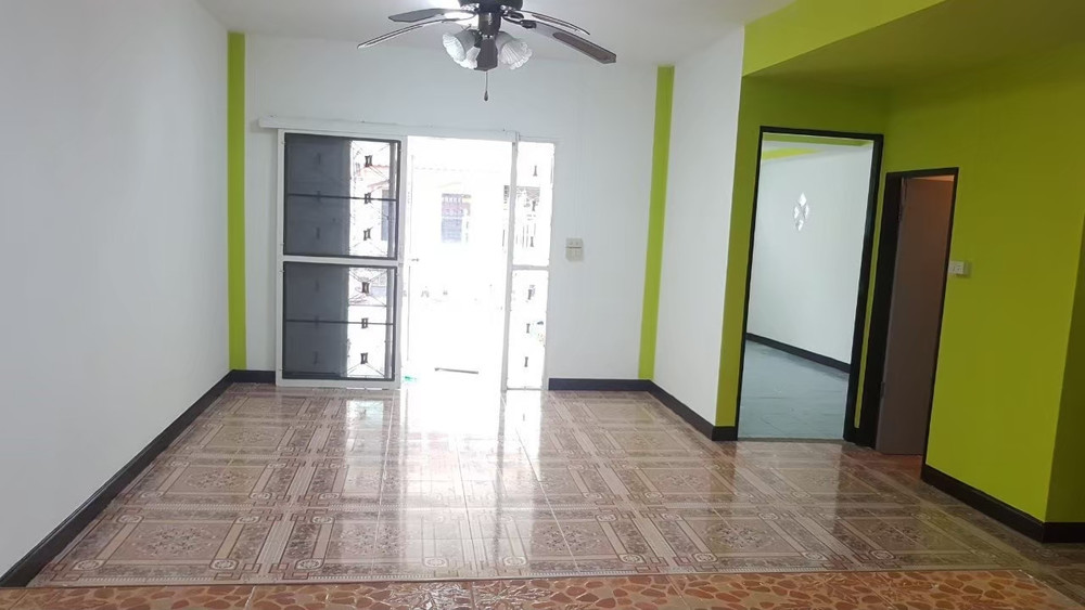 For Sale 4 Beds タウンハウス in Khlong Luang, Pathum Thani, Thailand | Ref. TH-AMXGJHSF