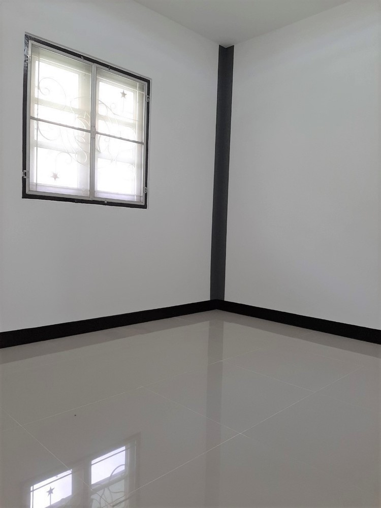 For Sale 3 Beds タウンハウス in Khlong Luang, Pathum Thani, Thailand | Ref. TH-UCECAJNX