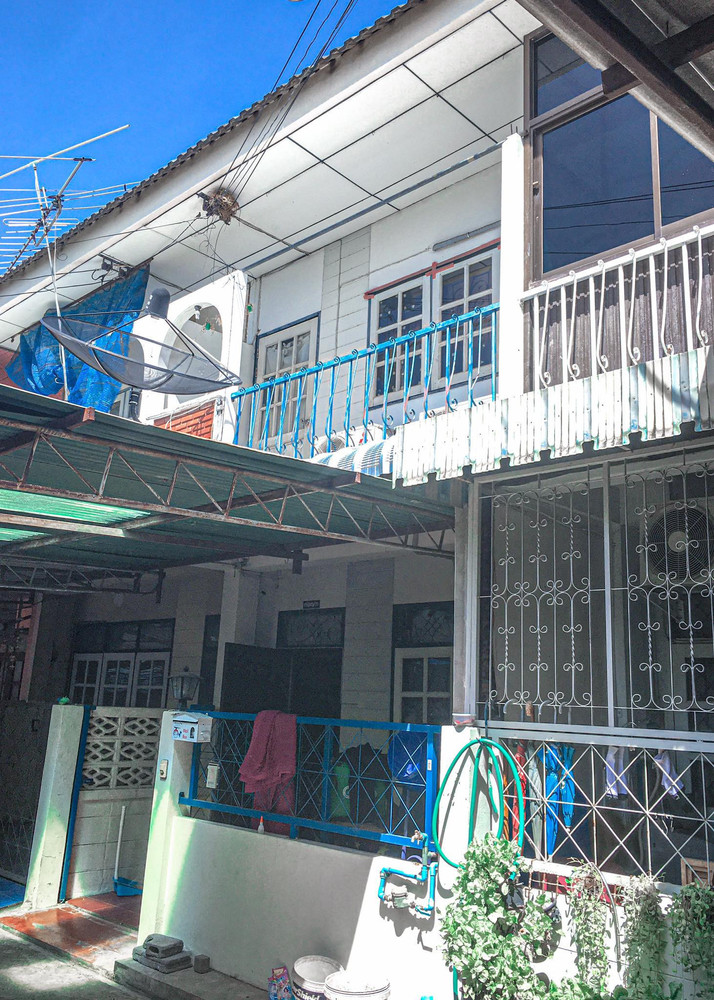 For Sale 3 Beds Townhouse in Mueang Nakhon Sawan, Nakhon Sawan, Thailand | Ref. TH-PRGDVDCR