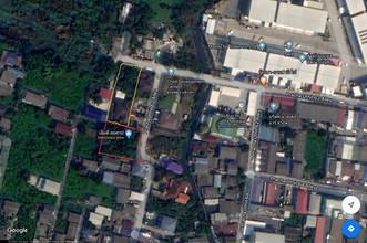 ตั้งอยู่บริเวณพื้นที่เดียวกัน - ทุ่งครุ กรุงเทพฯ