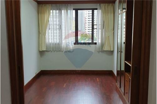 For Rent 3 Beds Condo in Khlong Toei, Bangkok, Thailand | Ref. TH-XBBVSIMX