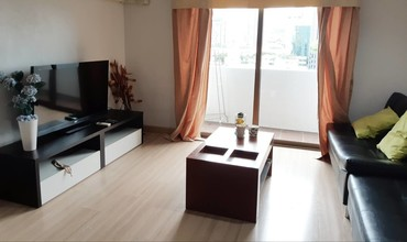 Located in the same building - Park Ploenchit