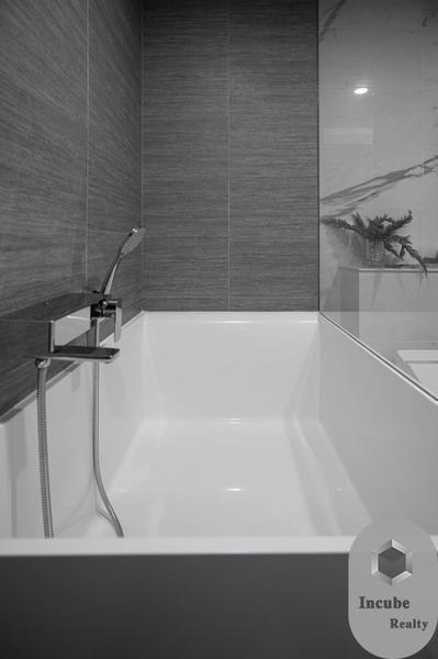ไซมิส เอ๊กซ์คลูซีพ สุขุมวิท 31 - ขาย คอนโด 1 ห้องนอน วัฒนา กรุงเทพฯ   Ref. TH-OQNXZLSL