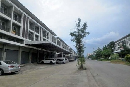 В аренду: Шопхаус 350 кв.м. в районе Khlong Luang, Pathum Thani, Таиланд