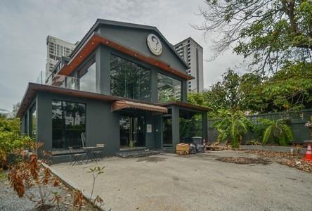 For Rent 3 Beds Shophouse in Watthana, Bangkok, Thailand